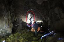 """Восточный вход в пещеру """"Овечья"""", вид изнутри"""