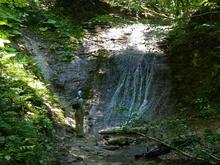 Водопад без имени в Пихтовом бору, хребет Азиш-Тау