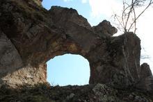 Скальное кольцо в одном из зубьев горы Трезубец