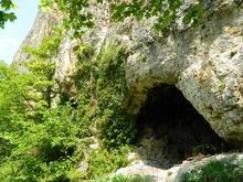 Один из многочисленных гротов хр. Уна-Коз, Западный Кавказ