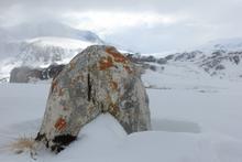 Древний менгир на вершине Нагой-Кош